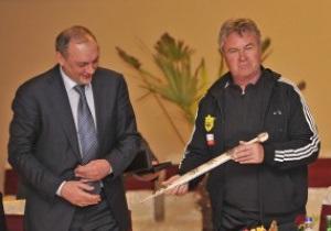 В Дагестане голландскому тренеру Анжи подарили оружие
