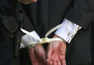 Київський чиновник затриманий при отриманні хабара за розміщення реклами в ліфтах