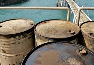 Світові ціни на нафту за день впали більш ніж на два долари