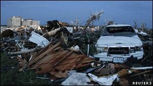 Жертвами сильних торнадо на півдні США стали щонайменше 27 людей