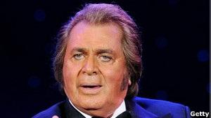 Британію на Євробаченні представить 75-річна зірка 1960-х років