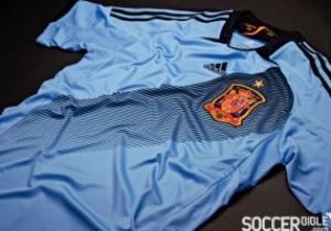 Фотогалерея: Голубая фурия. Испания представила новую форму к Евро-2012