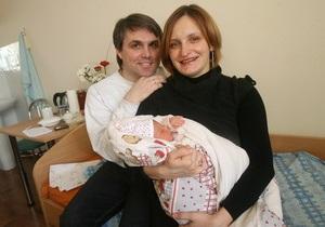 Корреспондент: Татки-повитухи. В Україні набирають популярність партнерські пологи