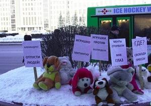 У Білорусі чоловіка заарештували за організований протест іграшок