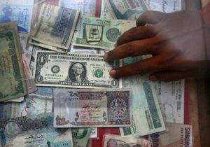 Міжбанк: долар наближається до восьми гривень, євро - знизився