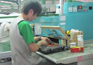 Китайским сборщикам iPhone подняли зарплату из-за слишком частых самоубийств