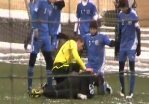 Российский судья спас жизнь молодому футболисту прямо на поле