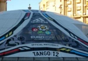 Фотогалерея: Giant Tango 12. Мяч Евро-2012 на киевском Майдане Независимости