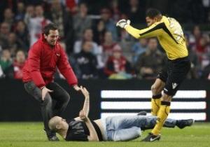 Вратарь АЗ объяснил, почему он избил фаната Аякса