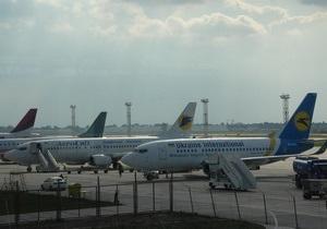 Ъ: На внутренних рейсах крупнейших украинских авиакомпаний отменили бортовое питание