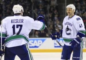 NHL: Vancouver Canucks разгромили Calgary Flames