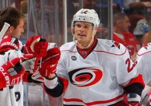 NHL: Calgary Flames громят Minnesota Wild, Поникаровский снова забивает за Carolina Hurricanes