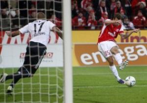 Бундеслига: Боруссия побеждает в дерби, Бавария проигрывает и теряет первое место