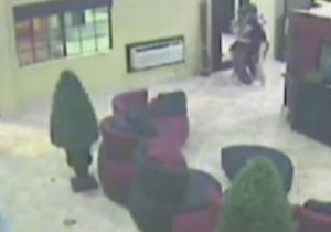 Два бойца ММА задержали грабителя