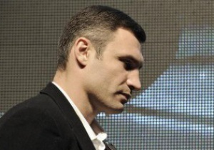 Врач обнаружил у Виталия Кличко предпосылки болезни и советует ему немедленно уйти из бокса