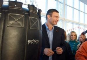 Виталий Кличко открыл боксерский зал в Херсонской области