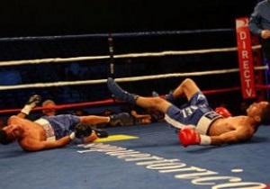 Пуэрториканские боксеры одновременно послали друг друга в нокдаун