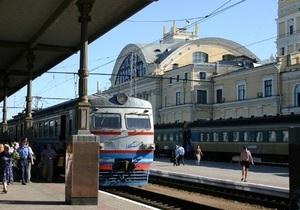 Укрзалізниця просит пассажиров поездов, следующих в Россию и Беларусь, уточнять график движения