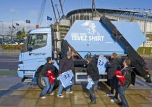 В Манчестере начал курсировать мусоровоз для футболок Тевеса
