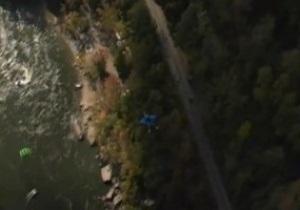 Парашют подвел. Американский экстремал выжил после падения с почти 300-метровой высоты