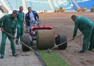 Фотогалерея: Укладка газона на новом стадионе в Одессе