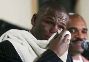 Крокодиловы слезы: Беспощадный чемпион по боксу расплакался на пресс-конференции