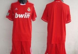 Больше не сливочные. Мадридский Реал будет выступать в красной форме