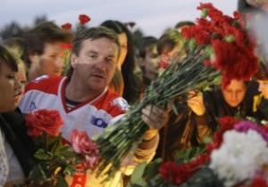 У арены ХК Локомотив собрались тысячи болельщиков
