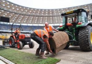 На НСК Олимпийский начата укладка газона