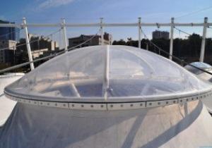Фотогалерея: На НСК Олимпийский началась установка прозрачных колпаков