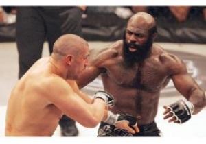 Легенда UFC успешно дебютировал в боксе, нокаутировав соперника на первых секундах