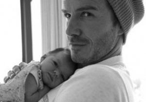 Вікторія Бекхем опублікувала на Twitter фото чоловіка з новонародженою дочкою