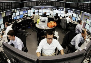 Фінансисти проводять термінові переговори щодо вирішення боргових криз у Європі та США