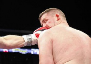 Боксер, победивший Тайсона, покинул ринг на носилках