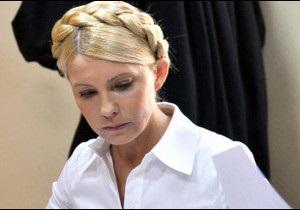 Economist: разом з Тимошенко судять авторитет Януковича
