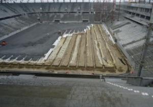 На стадионе во Львове идет обустройство футбольного поля