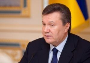 Янукович поздравляет Кличко с победой над Хэем
