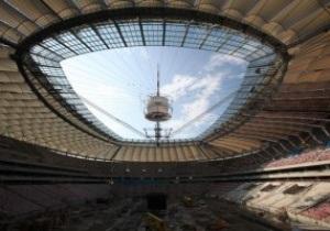 У національному стадіоні у Варшаві з'явився дах
