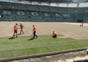 Евро-2012. На стадионе во Вроцлаве началась укладка газона