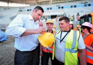 Фотогалерея: С прицелом на Евро-2012. Кличко и Адамек посетили арену предстоящего боя