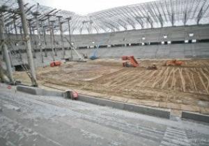 На стадионе во Львове обустраивают футбольное поле