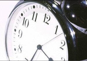 Україна переводить годинники. Москва - востаннє