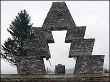 Українська служба Бі-бі-сі: Знову  Свобода  і пам ятник - цього разу угорцям