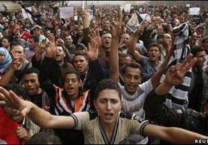 Єгипет: комендантська година не зупинила протести