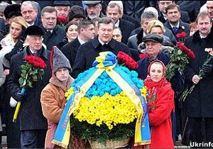 Янукович про виклики:   Час збирати каміння