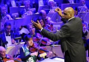 Фотогалерея: Звуки музыки. Шакил О'Нил стал дирижером симфонического оркестра
