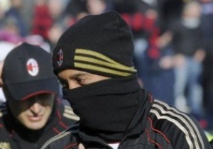 Тренер Милана: Роналдиньо останется до июня
