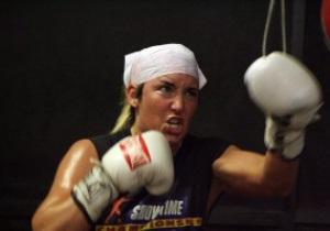 Лучшая женщина-боксер в истории получила огнестрельные ранения от мужа