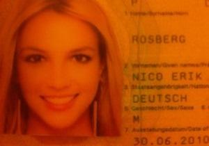 Росбергу в паспорт вклеили фото Бритни Спирс