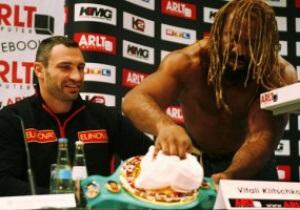 Бриггс закатил истерику на пресс-конференции с Кличко